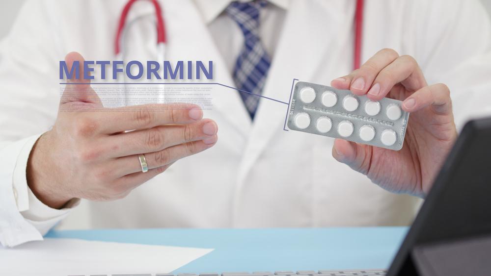 Qual é o papel da metformina no tratamento da SOP?